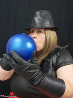 Mrs Leather. Balloon Play Free Pic 9