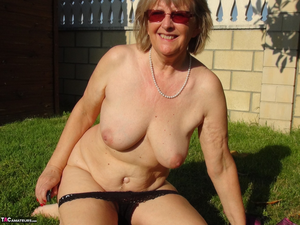older women with big tits having sex