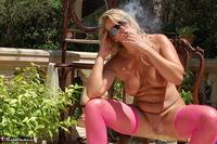 Sweet Susi. Smoking Sexy & Hot Free Pic 6