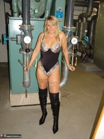 Sweet Susi. In The Engine Room Free Pic 1