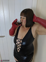 Mrs Leather. I Get A Full Facial Pt1 Free Pic 4