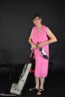 Hot Milf. Pink Apron Free Pic 1