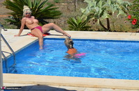 Sweet Susi. Milf In The Pool Dildo Fucked Free Pic 3