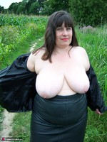 Mrs Leather. Flashing In The Woods Free Pic 15