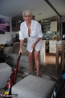 . Hoovering Free Pic 2