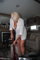 . Hoovering Free Pic 4