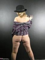 Posh Sophia. The Hat Free Pic 5