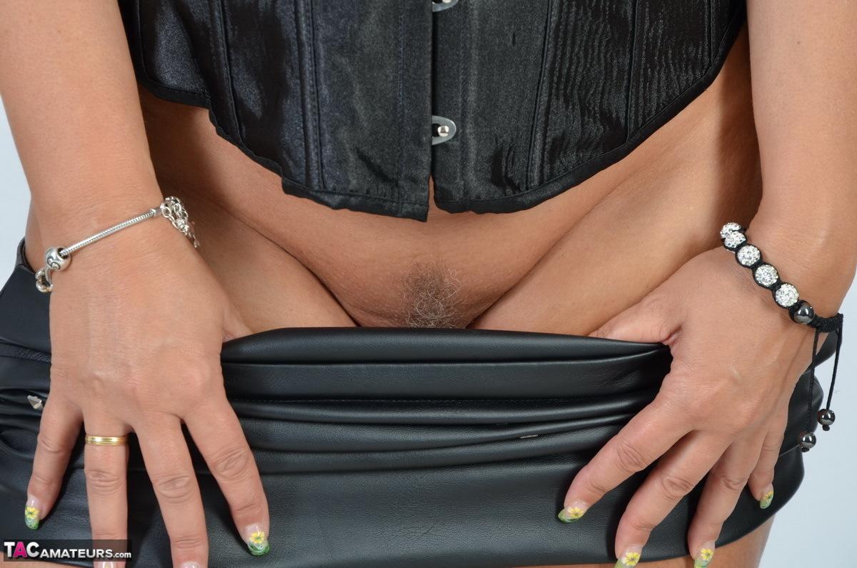 https://cdn-w.tacamateurs.com/tgps/0035/35248/my-black-corset/pic08.jpg