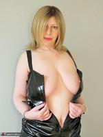 Posh Sophia. Slut In Latex Free Pic 11