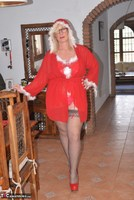Melody. Merry Xmas Everyone Free Pic 1