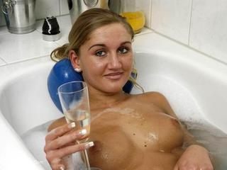 Sexy Marry - Bath after Work Picture Gallery