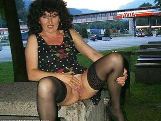 German Isabel - Swiss Pee and Flash Picture Gallery