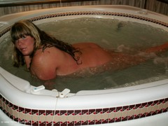 ThickChick - Hot Tub Gallery
