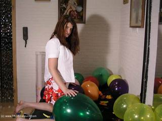 Angel Eyes - Bursting Balloons Pt2 Picture Gallery