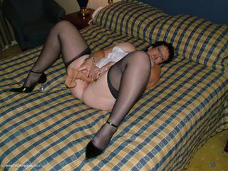 Double Dee - Posh Hotel Smoking Pt2 Picture Gallery