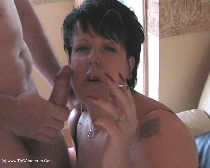 DoubleDee - Smoking BJ Movie scene 3