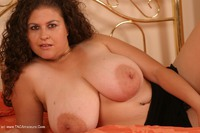 denisedavies - Denise on the bed Free Pic 1