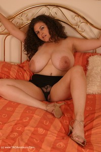 denisedavies - Denise on the bed Free Pic 4
