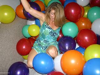 Devlynn - Devlynns Balloon Room Picture Gallery