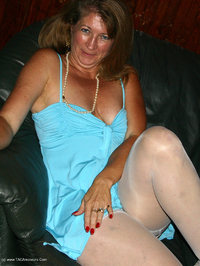 devlynn - Devlynn Waits for her Date Free Pic 2