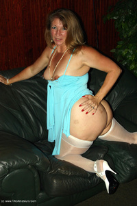 devlynn - Devlynn Waits for her Date Free Pic 4