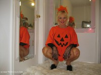 ruth - Merry Halloween Xmas Free Pic 2