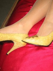 Yellow shoes Cougar, milf, united states, feet/shoes, high heels