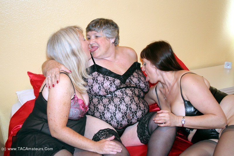 3some free lesbian sample