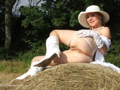 TiffanyT - English Country Girl Photo Album