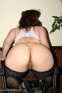 reba - I Take Good Care Of My Clients Free Pic 2