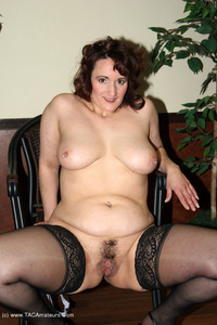 reba - I Take Good Care Of My Clients Free Pic 4