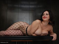 BustyMinx - Fishnets and High Heels Photo Album