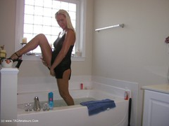 Katia - Bath Fun Photo Album