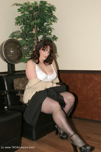 reba - Salon Hang Out Free Pic 2