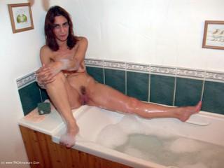 Jolanda - Farmhouse Bath Picture Gallery