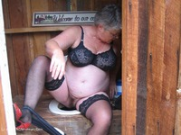 girdlegoddess - Out House Piss Free Pic 1