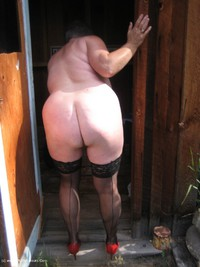 girdlegoddess - Out House Piss Free Pic 3