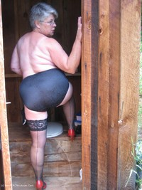 girdlegoddess - Out House Piss Free Pic 4