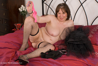 speedybee - Stripping On The Bed Free Pic 2