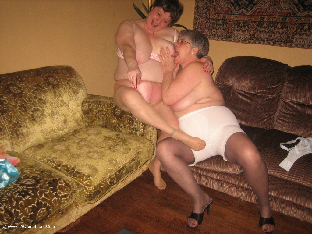 Women in girdles galleries having sex — img 4