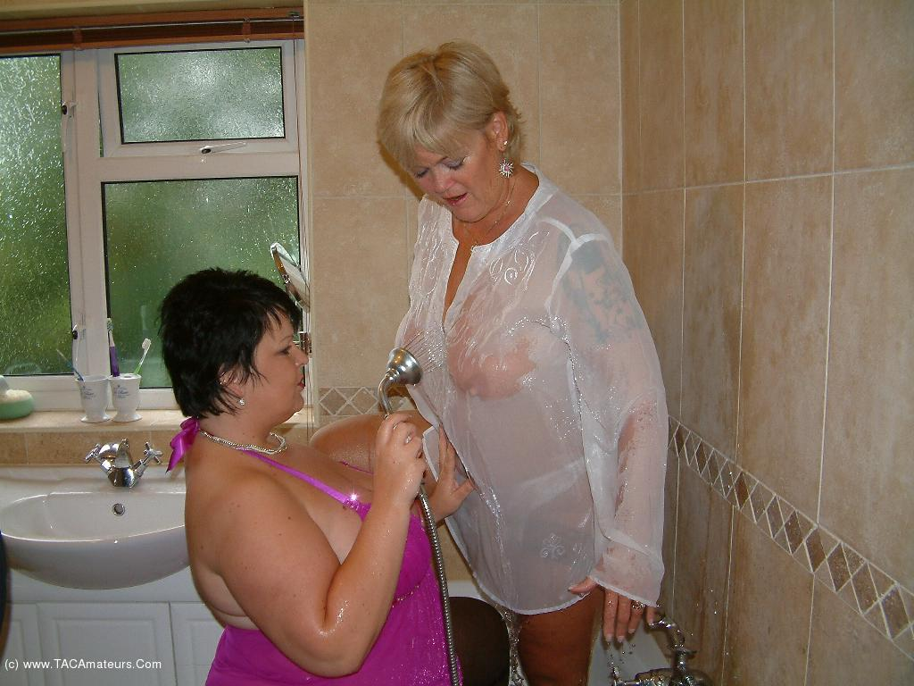 DoubleDee - Shower Sex With Raz scene 0
