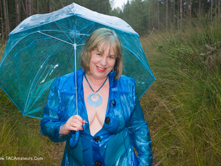 SpeedyBee - Famous Blue Raincoat Picture Gallery