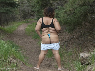 Curvy Baby Girl - A Stroll In The Forest Picture Gallery