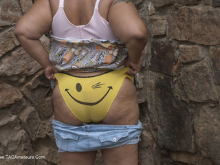 Curvy Baby Girl - Smiley Happy People Picture Gallery