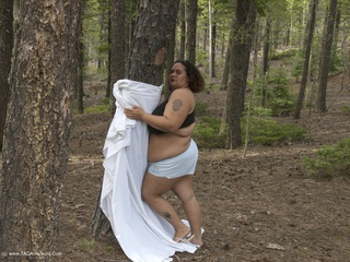 Curvy Baby Girl - Out In The Woods 3 Picture Gallery