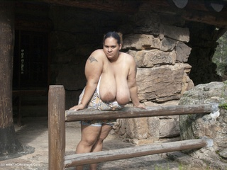 Curvy Baby Girl - Fence Fun Picture Gallery