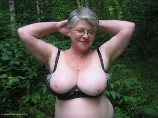 Girdle Goddess - Goddess In The Woods Picture Gallery
