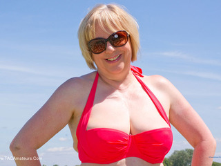 SpeedyBee - Red Bikini Picture Gallery