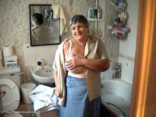 Grandma Libby - Libbys Bathtime Video