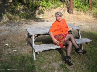 Girdle Goddess - Outdoors on a sexy Autumn day Picture Gallery